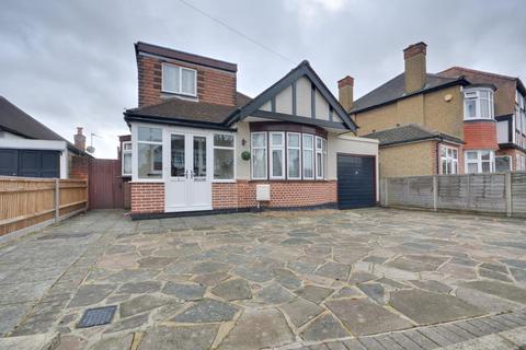 3 bedroom bungalow to rent - Marlborough Avenue, Ruislip, Middlesex, HA4 7NS