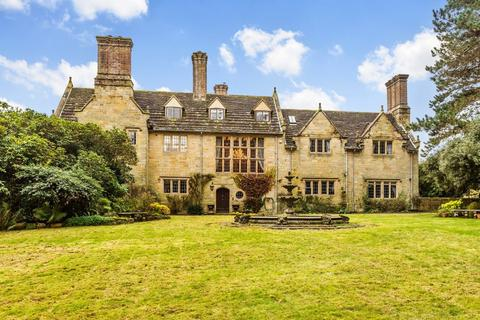 5 bedroom manor house for sale - Herontye House, Stuart Way, East Grinstead