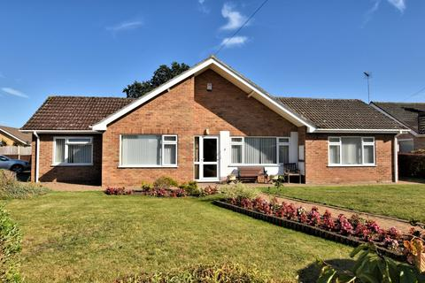 3 bedroom detached bungalow for sale - North Wootton