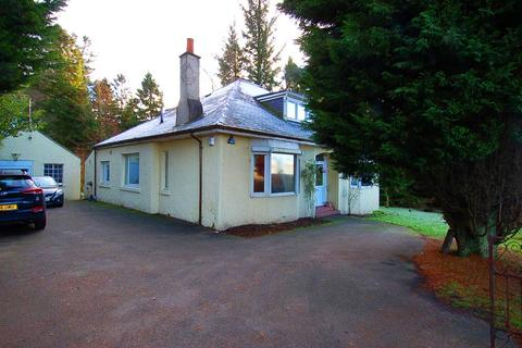 4 bedroom character property to rent - The Arns