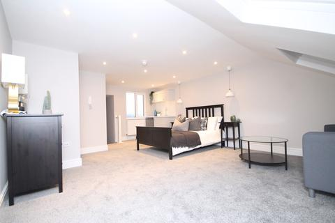 Studio to rent - Lyndhurst Road, Worthing, BN11 2DG