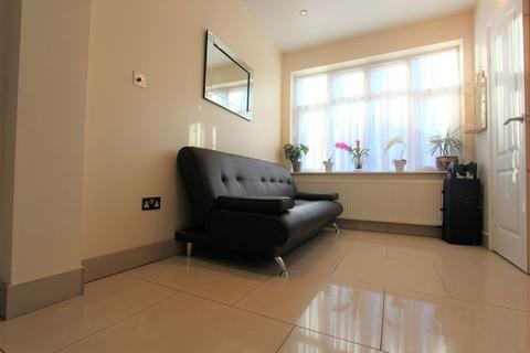 Studio to rent - Rowantree Close, Winchmore Hill, N21