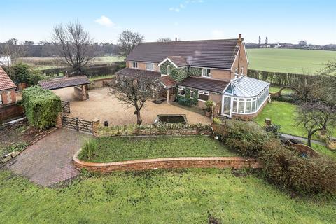 6 bedroom detached house for sale - Barrowby Lane, Garforth, Leeds, LS25 1NG