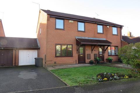 3 bedroom semi-detached house for sale - Oakgrove Place, Northampton, NN4
