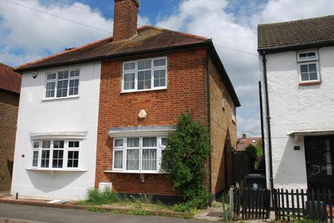 2 bedroom semi-detached house for sale - Horseshoe Crescent, Beaconsfield, HP9