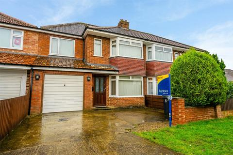 4 bedroom semi-detached house to rent - Meadowfields Drive, York