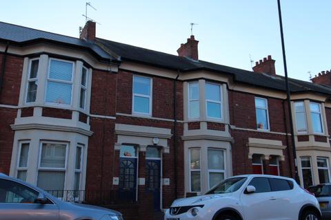 3 bedroom flat - Trevor Terrace, North Shields.  NE30 2DF.