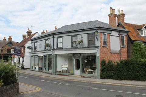 Apartment to rent - High Street, Edenbridge