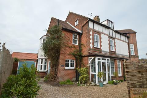 6 bedroom semi-detached house for sale - West Runton