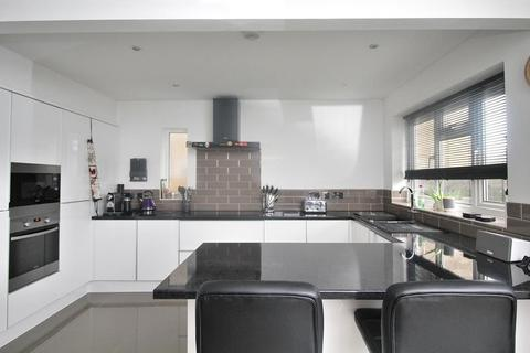 3 bedroom semi-detached house for sale - Pawle Close, Great Baddow, Chelmsford, Essex, CM2