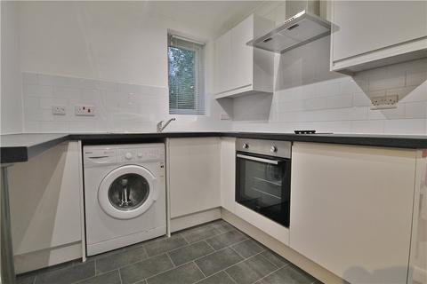 Studio to rent - Burdock Close, Lightwater, Surrey, GU18