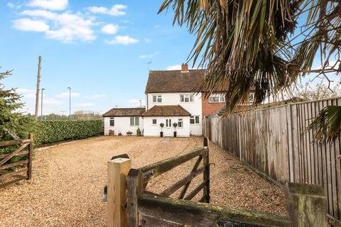 4 bedroom semi-detached house for sale - Monkton Lane, Farnham