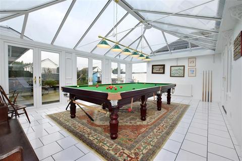 4 bedroom detached bungalow for sale - The Parade, Greatstone, New Romney, Kent