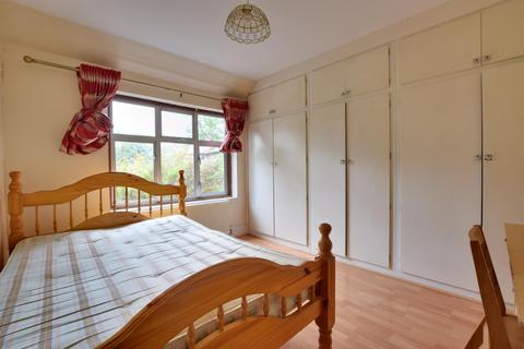 4 bedroom semi-detached house to rent - Cleveland Road, Uxbridge, Middlesex UB8 2DW