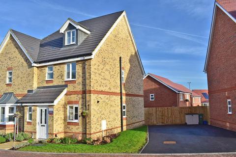 3 bedroom semi-detached house for sale - Bricks Field , Fenny Stratford, Milton Keynes , MK2