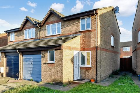 3 bedroom semi-detached house for sale - Burket Close, Southall, UB2