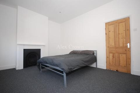 4 bedroom terraced house to rent - Clinton Road, Harringay