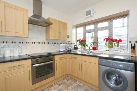 2 bedroom flat to rent - Mountview Court, Green Lanes, Harringay, London, N8