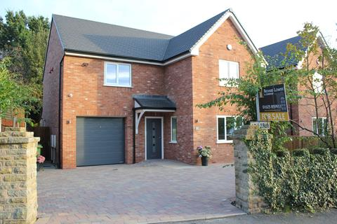 4 bedroom detached house for sale - POYNTON (CHESTER ROAD)