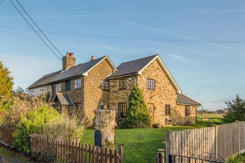 3 bedroom cottage for sale - Church Lane, North Ockendon, Upminster