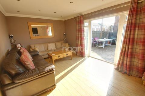 3 bedroom end of terrace house for sale - Queensland Crescent, Chelmsford
