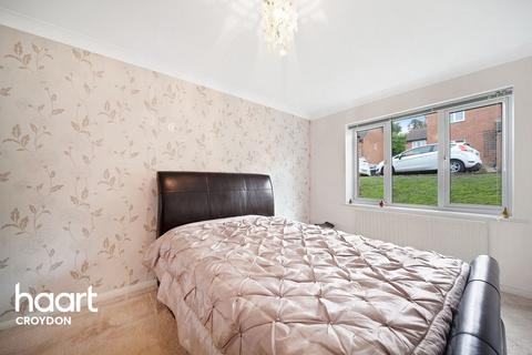2 bedroom flat for sale - Reedham Drive, Purley