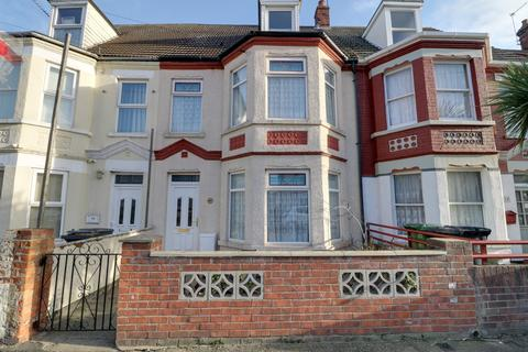 5 bedroom house for sale - Lichfield Road, NR31