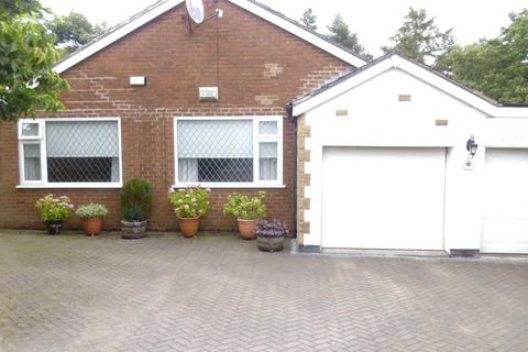 4 bedroom detached bungalow to rent - Willows Drive, Failsworth, Manchester, M35