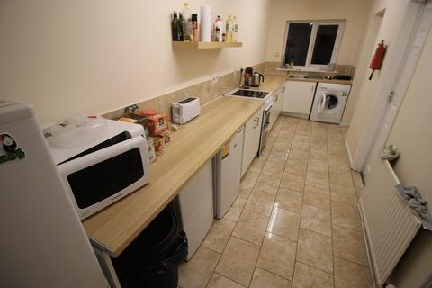 5 bedroom property to rent - Maxwell Street, Swindon