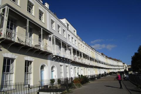 2 bedroom apartment to rent - Royal York Crescent