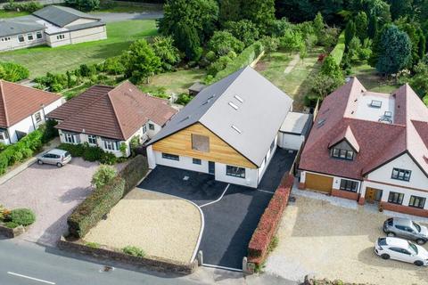 5 bedroom detached bungalow for sale - Parkgate Road, Parkgate