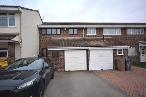 3 bedroom terraced house to rent - Petunia Crescent, Chelmsford, Essex, CM1