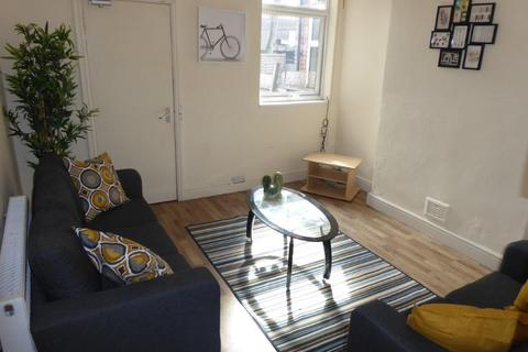 4 bedroom end of terrace house to rent - Castle Boulevard, Lenton, NG7 1HP