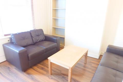 2 bedroom terraced house to rent - Queens Road, Beeston, NG9 2FE