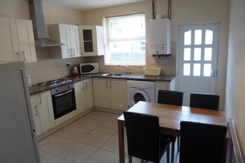 4 bedroom terraced house to rent - Chippendale Street, Lenton, NG7 1HB