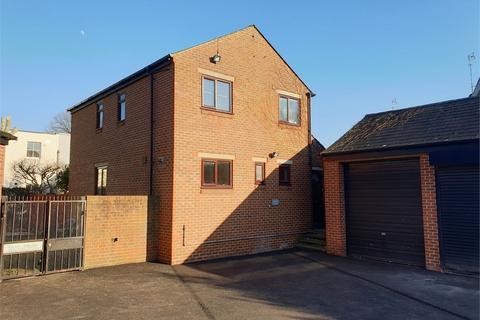 3 bedroom detached house to rent - Newent Close, Peckham , London, SE15 6EF