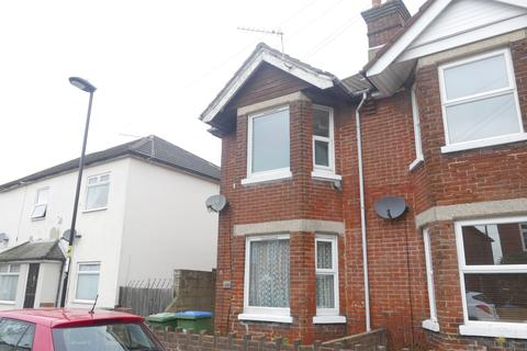 3 bedroom house to rent - Southampton  Priory Road   Part Furnished