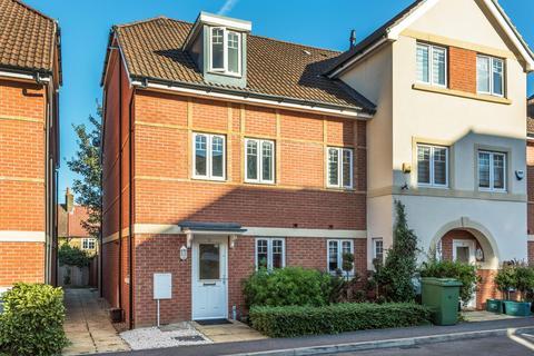 3 bedroom end of terrace house to rent - Schoolgate Drive, Morden