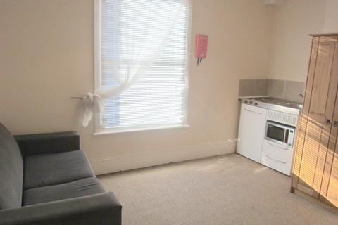 Studio to rent - Percy Street, Derby