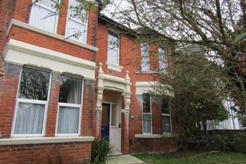 2 bedroom ground floor flat to rent - Atherley Road, Southampton