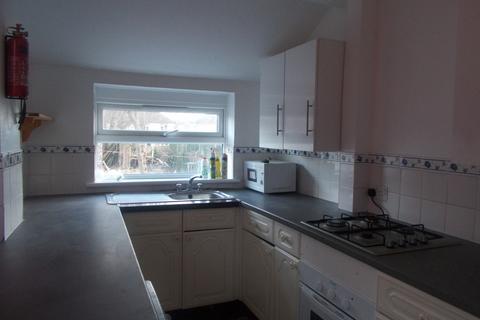 4 bedroom semi-detached house to rent - Merton Road
