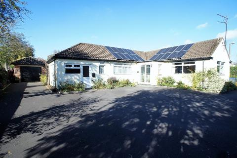 4 bedroom detached bungalow for sale - North Bank Rise, Royal Wootton Bassett