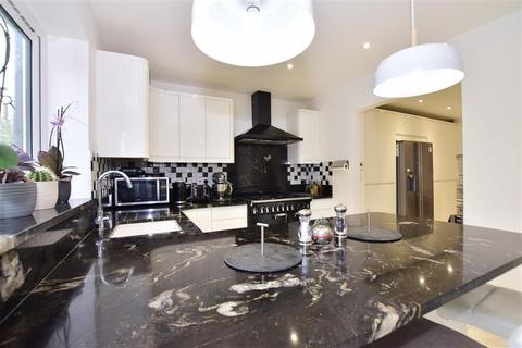 4 bedroom semi-detached house for sale - Ashden Walk, Tonbridge, Kent