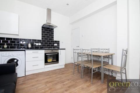 5 bedroom house share to rent - Tootal Road, Salford