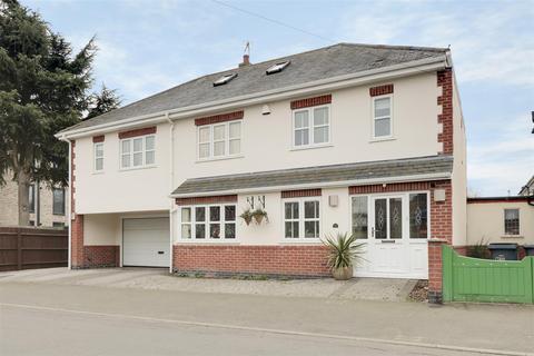 6 bedroom detached house for sale - Tennyson Avenue, Gedling, Nottinghamshire, NG4 3HJ