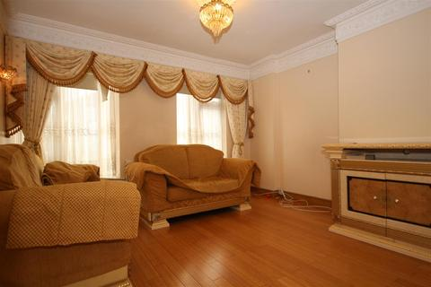 4 bedroom terraced house to rent - Sunningdale Avenue, Acton, W3 7NS