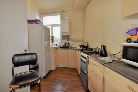 3 bedroom house to rent - The Crescent, Leeds