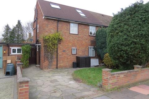 4 bedroom semi-detached house to rent - Faringdon Avenue, Bromley
