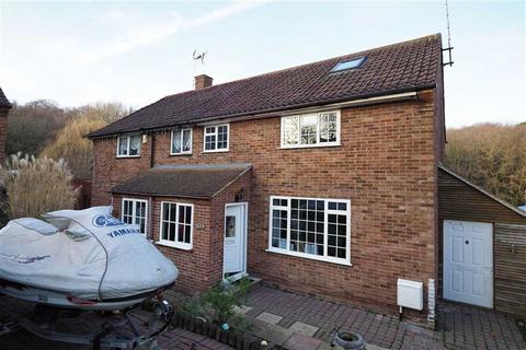 3 bedroom semi-detached house for sale - Whitewebbs Way, Orpington, Kent, BR5