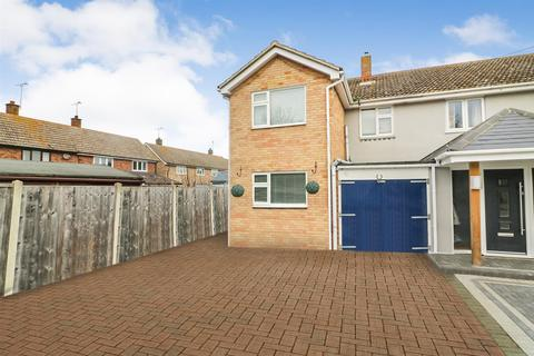 3 bedroom semi-detached house for sale - Bate-Dudley Drive, Bradwell-On-Sea